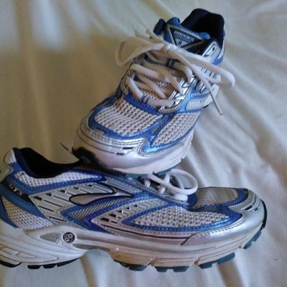 Mogo Athletic Shoes Women   Poshmark